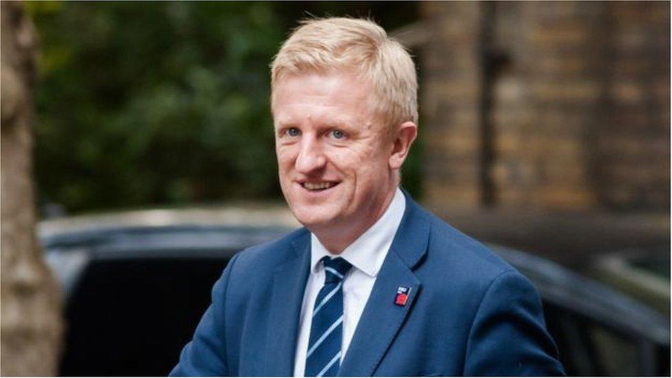 英國文化大臣奧利弗•道登(Oliver Dowden)表示, 目前政府正在加緊努力,希望能在聖誕節到來前讓一些劇院重新開張。