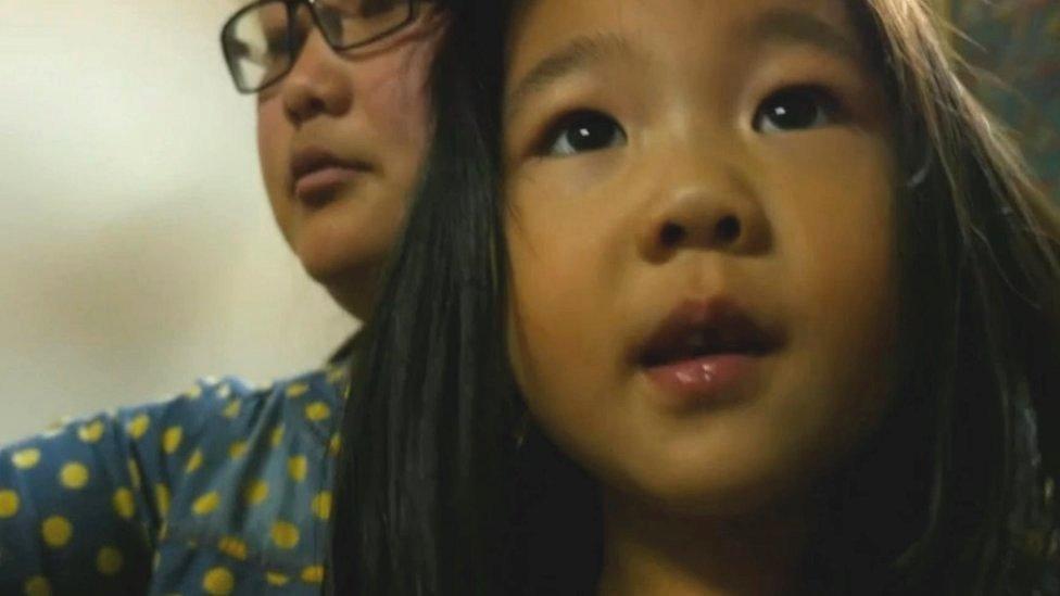 चीन में बच्चे कम पैदा होने से अर्थव्यवस्था पर मंडराया ख़तरा