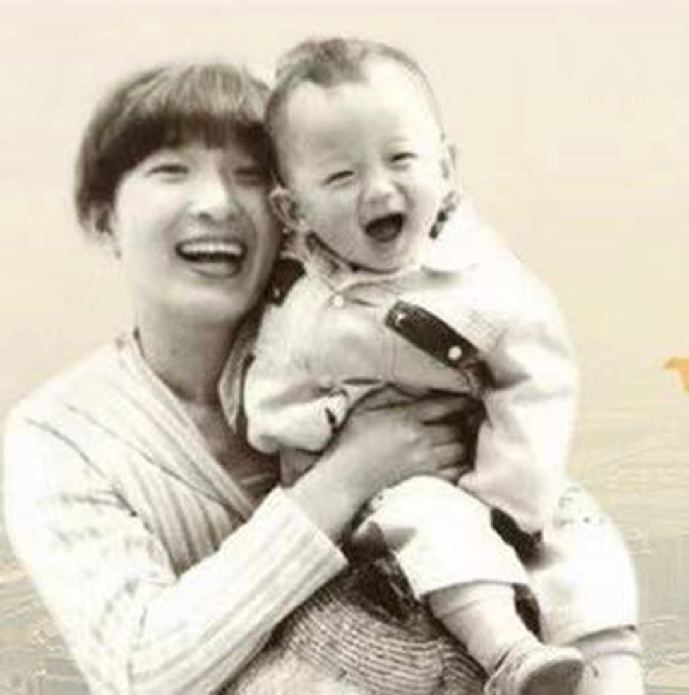 Li Jingzhi con su hijo Mao Yin (Jia Jia)
