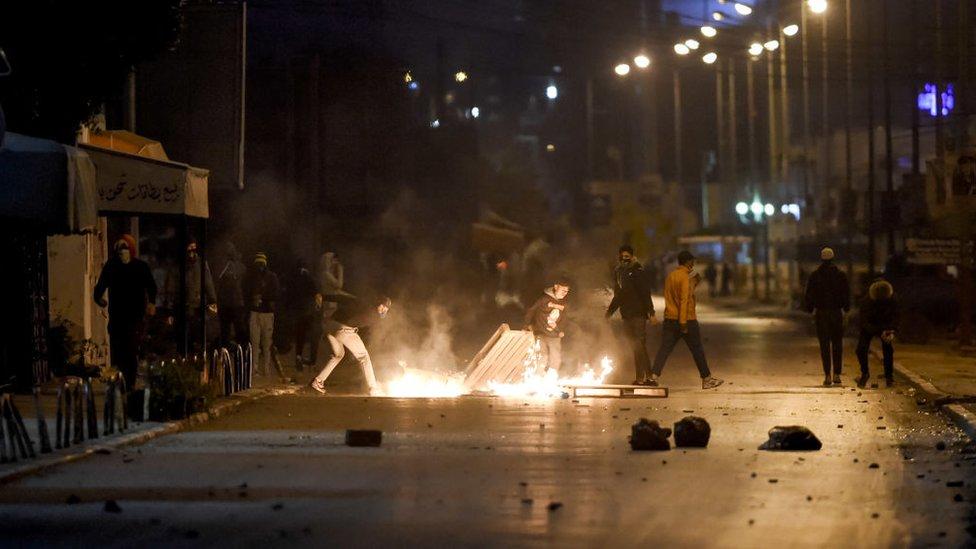 حي التضامن على أطراف تونس العاصمة من بين المناطق التي شهدت اشتباكات بين الشرطة ومحتجين