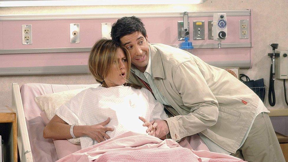 Rachel a punto de dar a luz