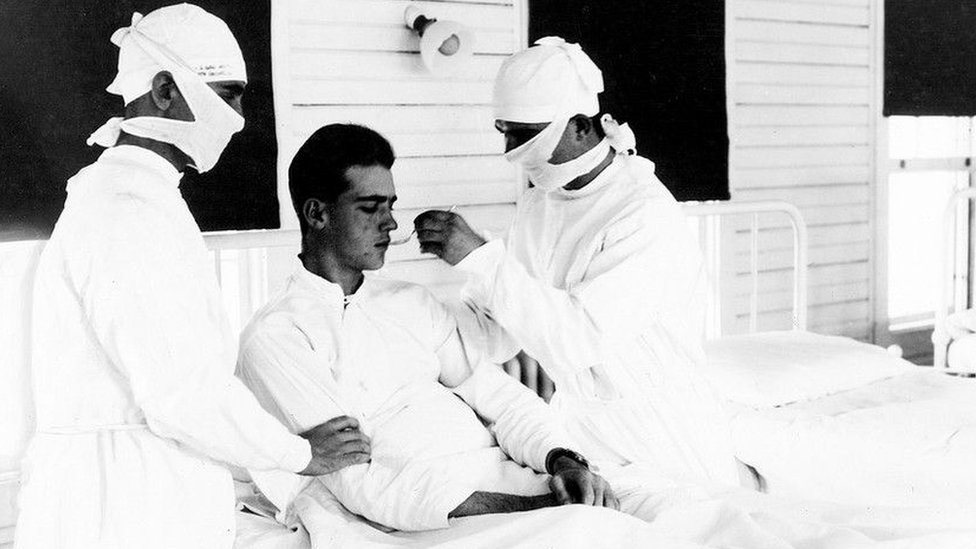 Doctors treat an influenza patient in New Orleans in 1918