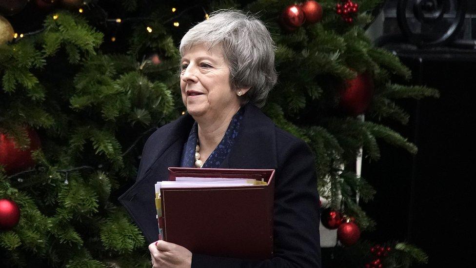 Тереза Мей отримала вотум довіри і залишається британським прем'єром