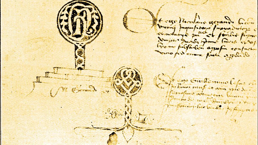 Firmas manuscritas de 2 de los 4 notarios que aparecen en la parte inferior del documento con los cargos contra Gilles de Rais. Archivos de Loire-Atlantique