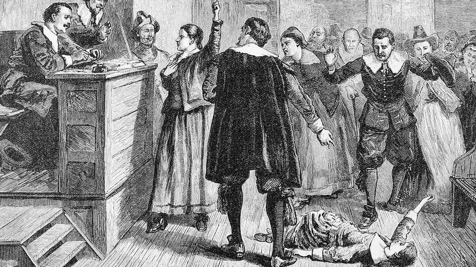 Ilustración de una niña en un juicio de brujería en Salem