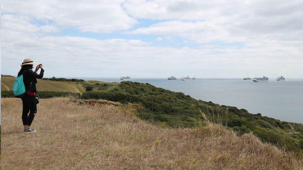 到英格蘭南部海邊就能看到許多大型郵輪