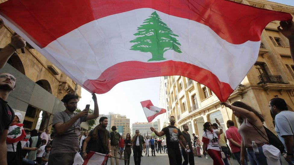 Третий день массовых протестов в Ливане. Все началось с налога на WhatsApp