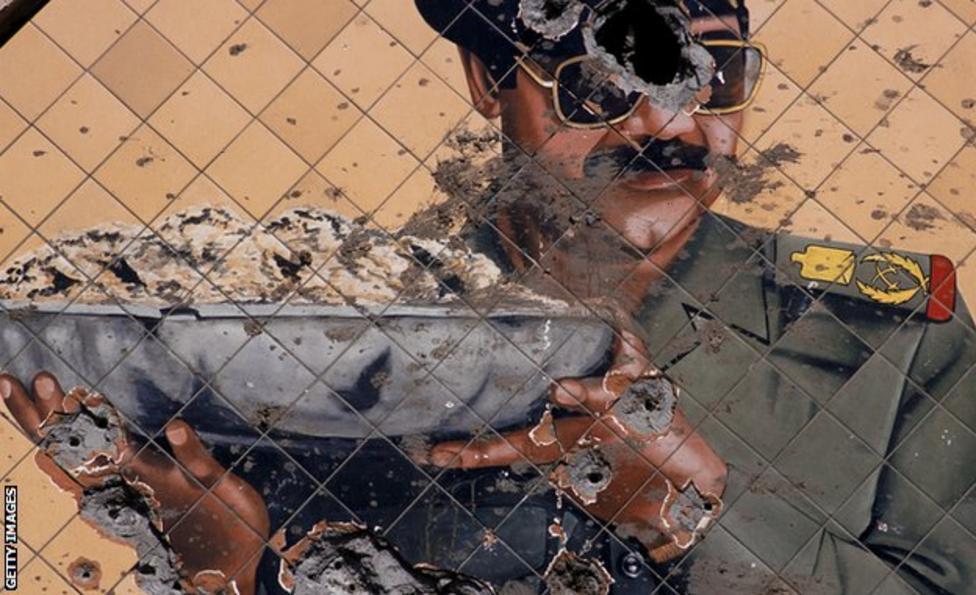 جدارية لصدام حسين بعد تخريبها خلال الانتفاضة