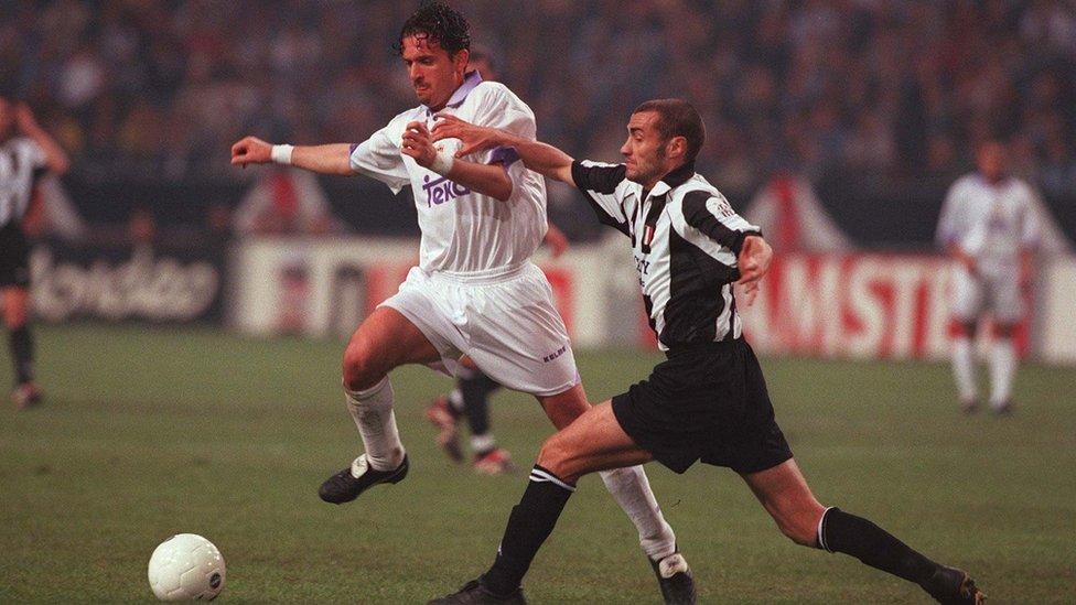 Mijatović u meču finala Lige šampiona protiv Juventusa 1998.
