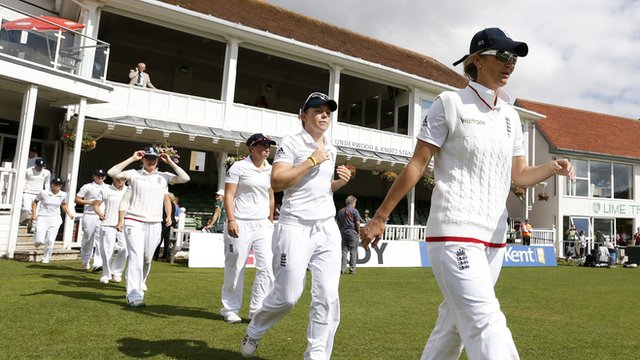 Charlotte Edwards leads out the England Women's cricket team