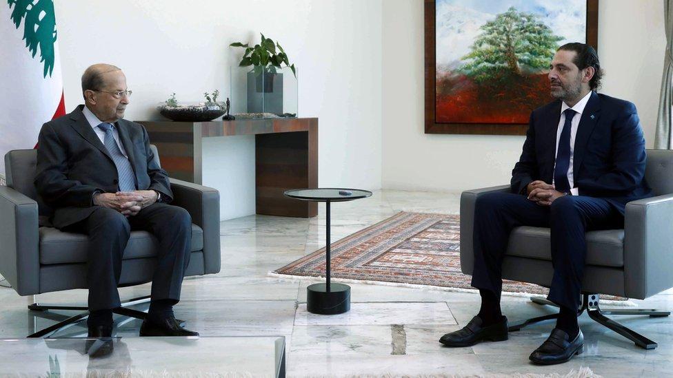 سلم الحريري قائمة بتشكيلة حكومية جديدة برئاسته إلى الرئيس اللبناني ميشال عون
