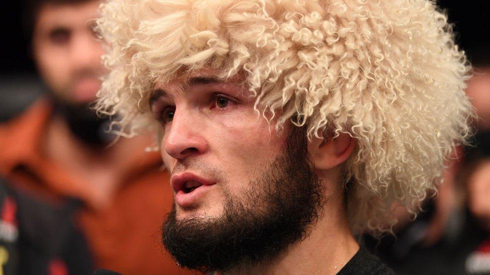 Хабиб Нурмагомедов выиграл 29-й бой подряд и объявил о завершении карьеры