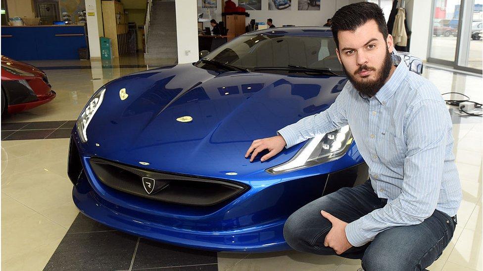 Mate Rimac di showroom mobilnya di luar Zagreb.