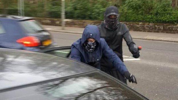 Police Revisit Scene Of Giffnock House Robbery Bbc News