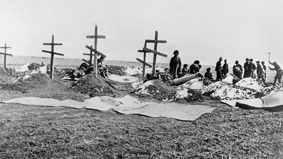 Cruces de madera de la guerra entre Rusia y Japón de principios del siglo XX