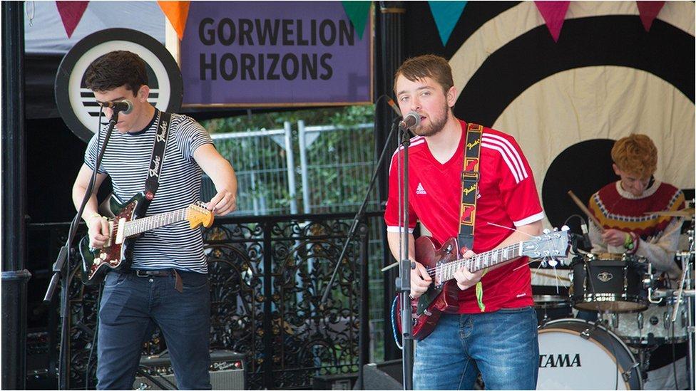 Yr Eira, un o artistiaid prosiect Gorwelion BBC Cymru