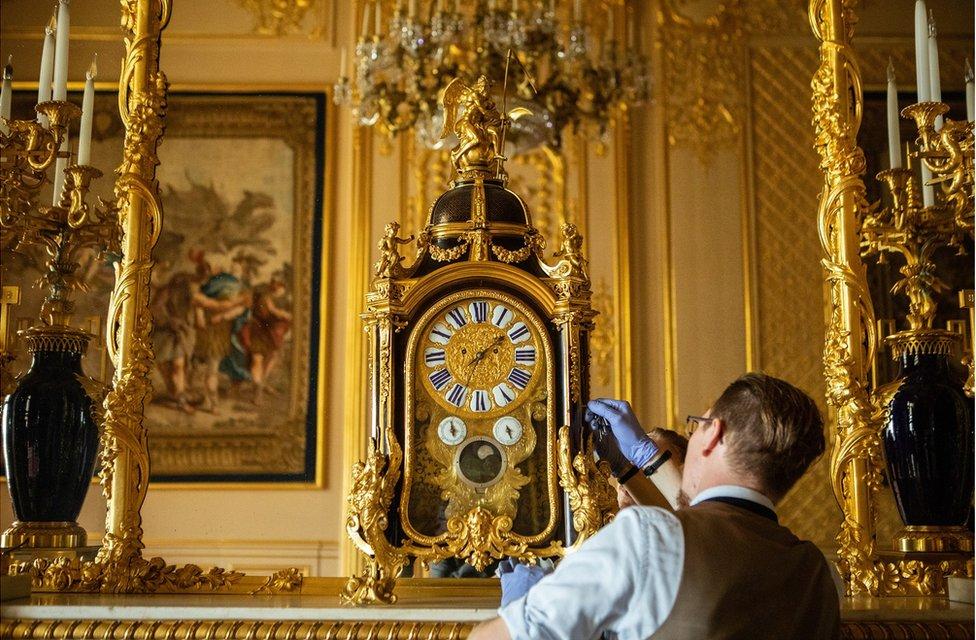Fjodor adjusts a clock