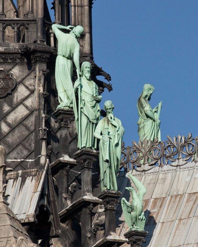NO USAR. BBC. Estatuas de Notre Dame.