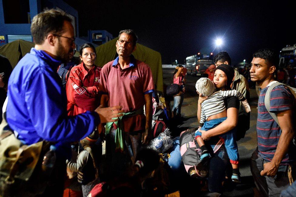 Migrantes venezolanos en la frontera entre Perú y Ecuador