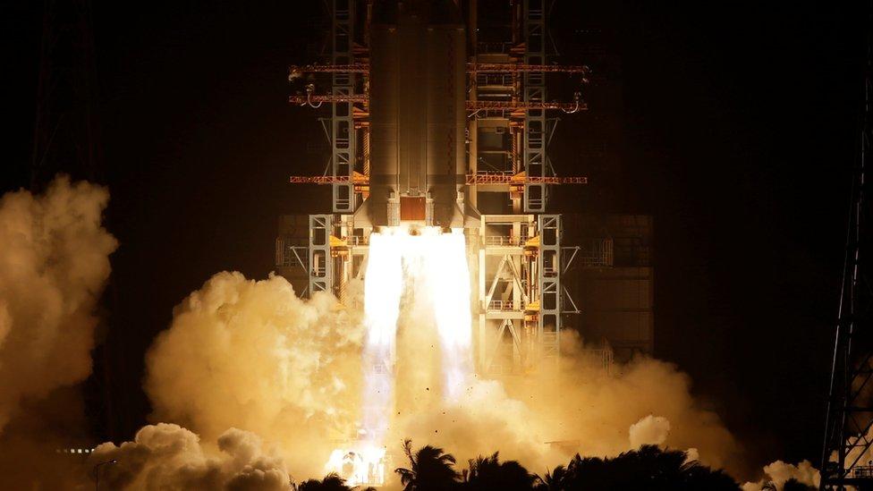 Lanzamiento de la sonda a bordo de un cohete