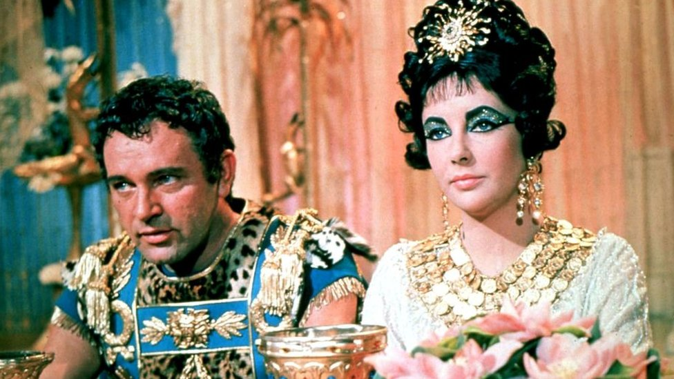 Elizabeth Taylor and Richard Burton in 1963