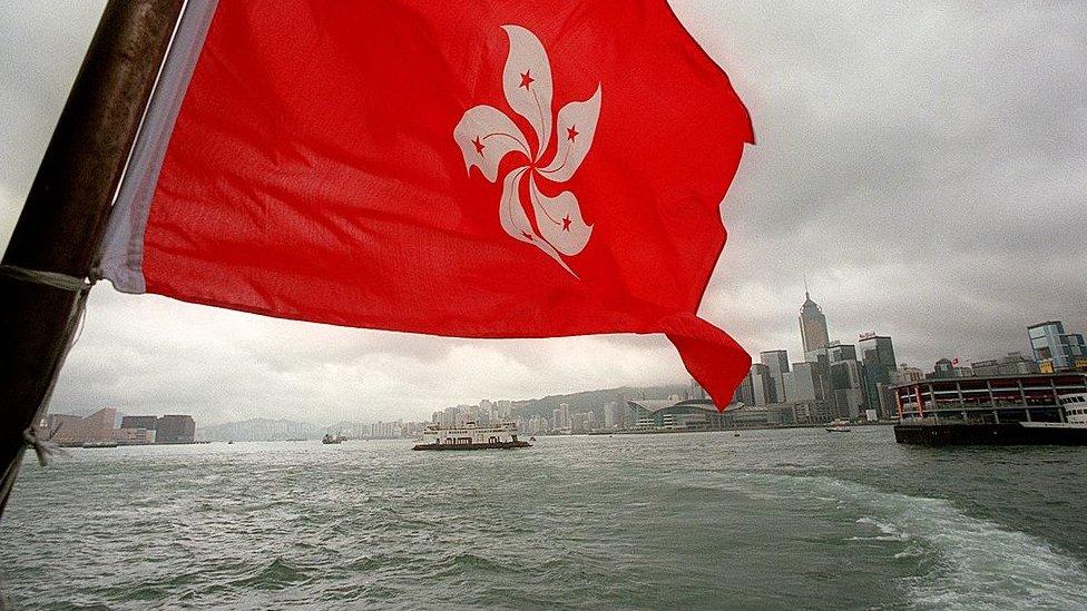 Bendera baru Wilayah Administratif Khusus berkibar di Hong Kong.