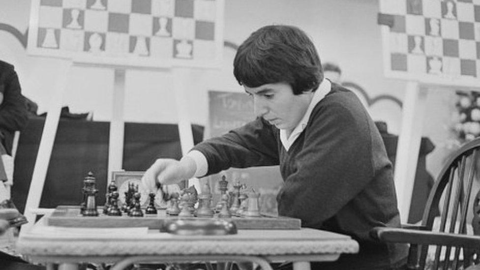 Легенда шахмат Нона Гаприндашвили подала в суд на Netflix из-за фразы о том, что она не состязалась с мужчинами