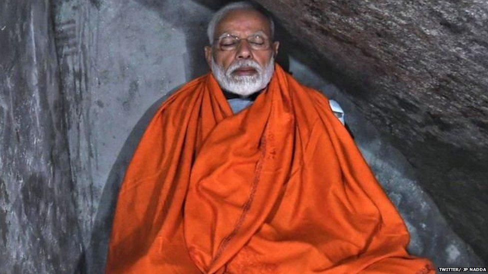केदारनाथ: पीएम मोदी ने गुफा में ध्यान लगाया या 'होटल' में?