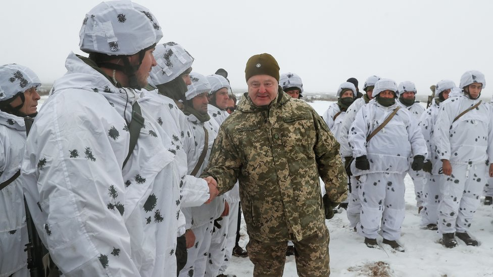 قوات أوكرانية قرب العاصمة كييف