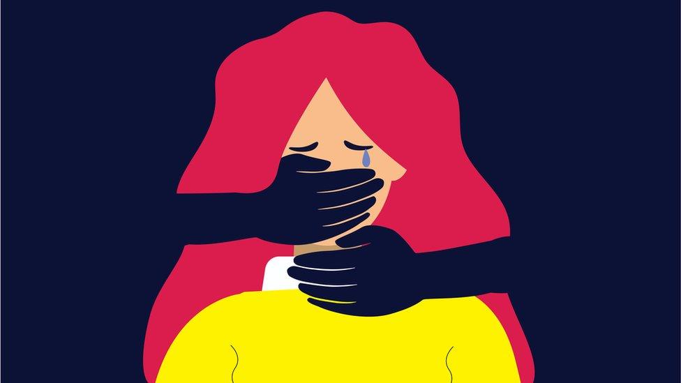 صورة لامرأة تتعرض للعنف