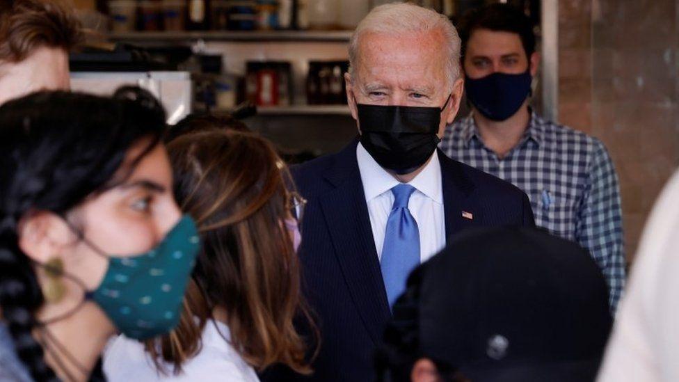 在2020年的總統競選中拜登支持豁免疫苗專利。