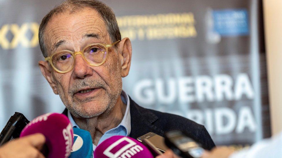 Javier Solana talking to the press, 20 June 2018
