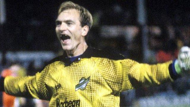 Hibernian goalkeeper Jim Leighton in the 1993 League Cup semi-final
