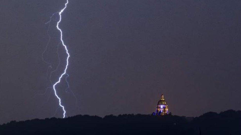 Oluja iznad Ešton memorijal parka u Lankaširu