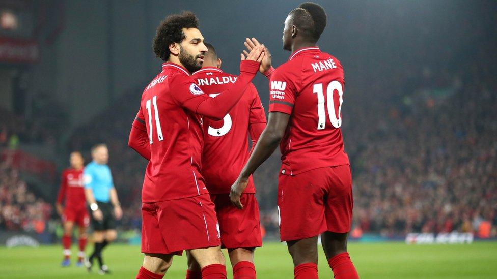 ماني ، على اليمين، يرى أن النجم الحقيقي فريق ليفربول كله.