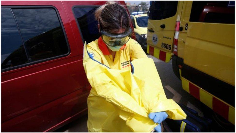 عاملة في قطاع الصحة في كتالونية في ذروة الأزمة