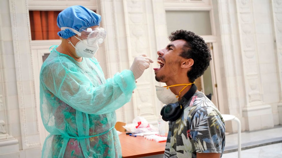 Prueba de coronavirus en Cuba