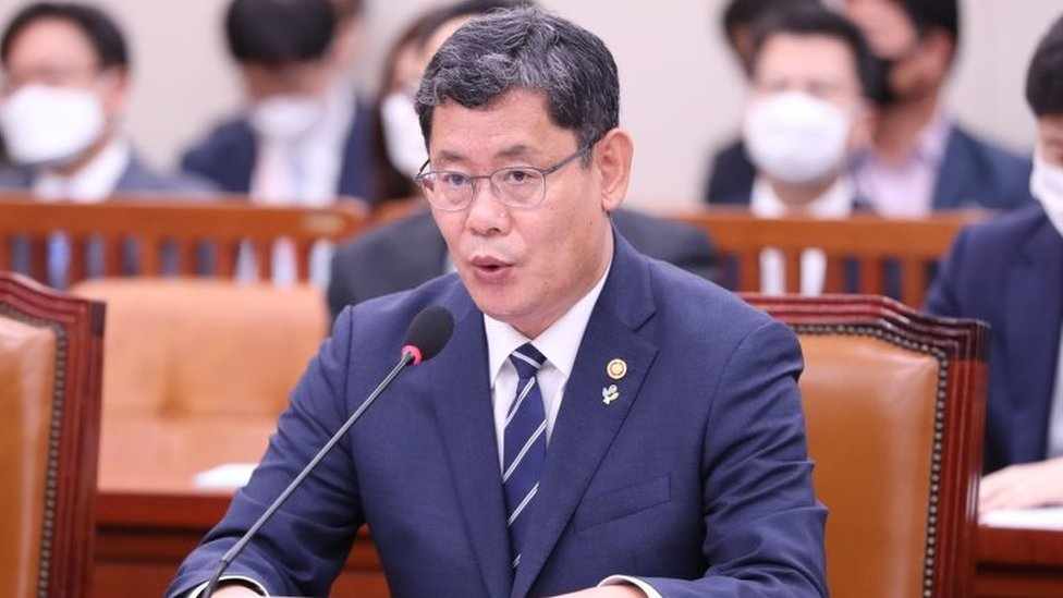 Unification Minister Kim Yeon-chul speaking to a committee in the national assembly on Tuesday