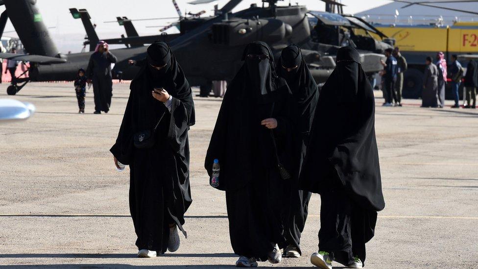 havaalanında kadınlar
