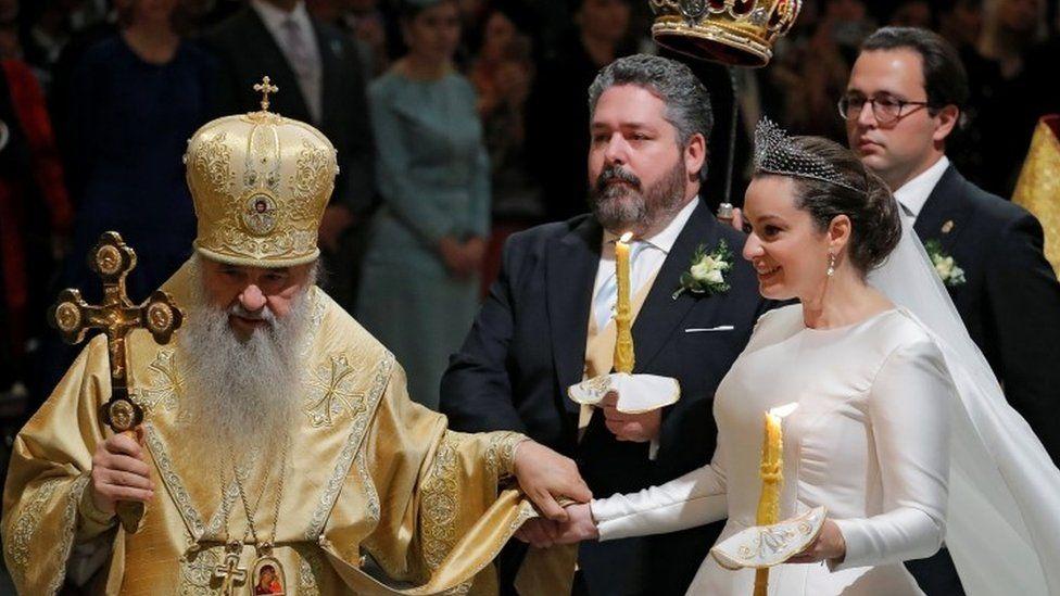 أجرى رجال الدين الأرثوذكس الروس حفل الزفاف