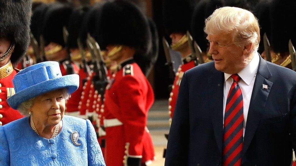 Kraljica Elizabeta i Donald Tramp