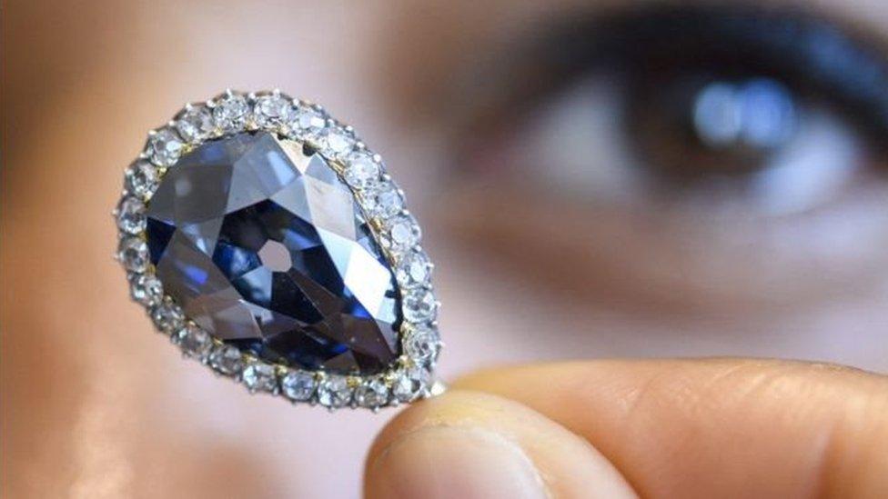 Унікальний діамант Farnese продали в Женеві за 6,7 млн доларів