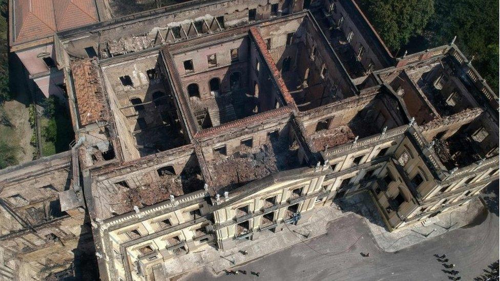 Vista aérea del museo destruido.