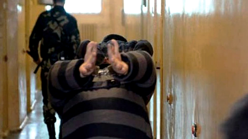 Stražari sprovode zatvorenika u Minsku 2006