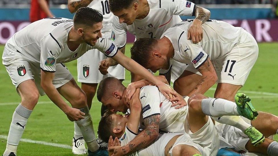Italy lead Belgium