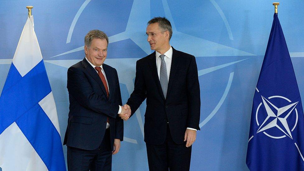 El presidente de Finlandia, Sauli Niinisto, junto al secretaria general de la OTAN, Jens Stoltenberg.