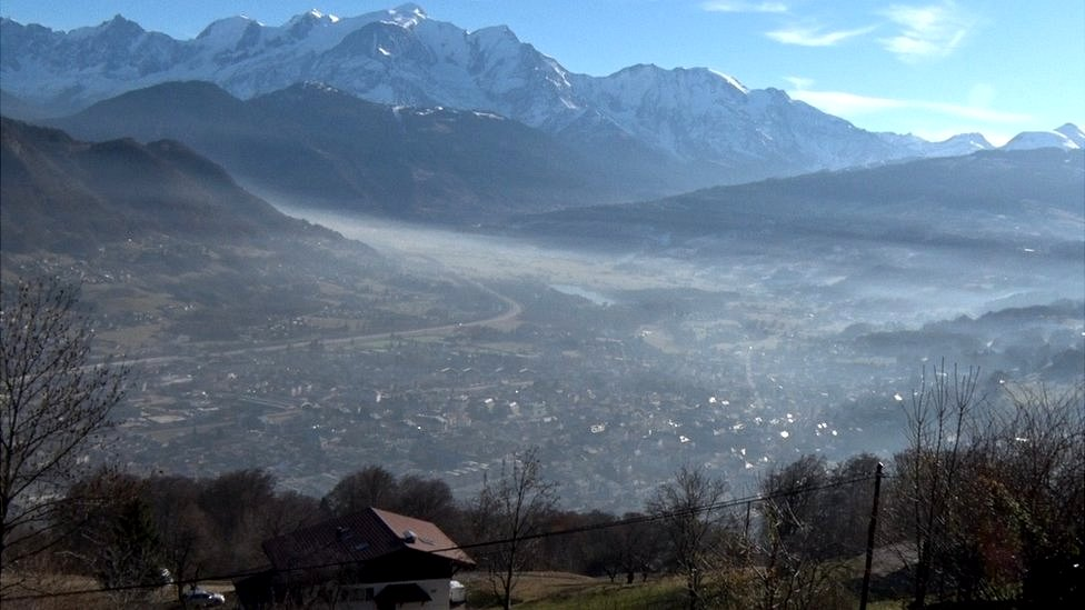 Cloud of smog over Sallanches, file pic
