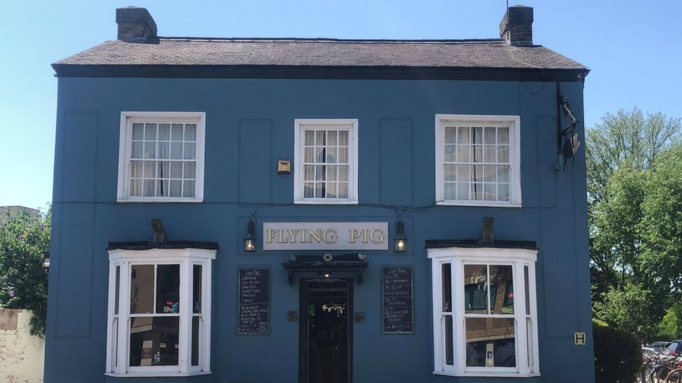 BBC News - Cambridge's Flying Pig pub with Pink Floyd links backed by thousands