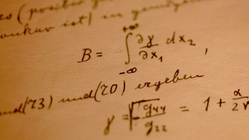 Anotaciones de fórmulas matemáticas de Albert Einstein