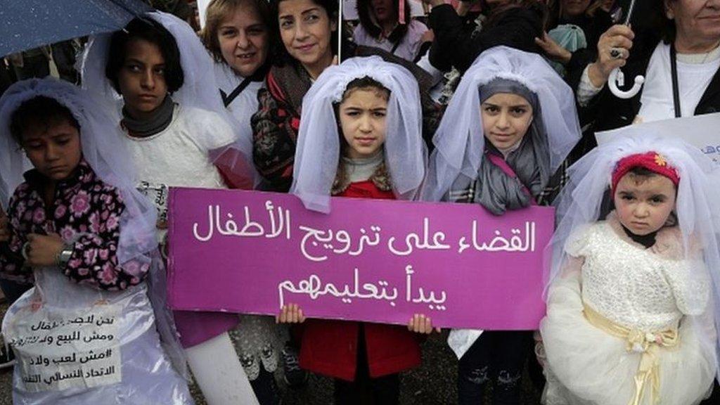 من تظاهرة منددة بزواج من دون 18 عاما في لبنان